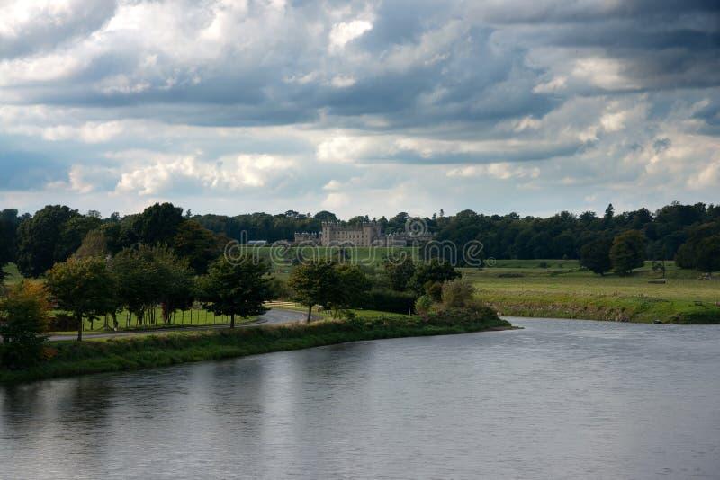 Castillo de los pisos cerca de Kelso fotografía de archivo libre de regalías