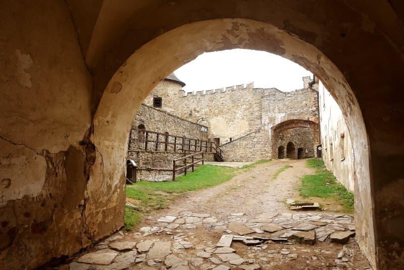 Castillo de Lubovna en Eslovaquia fotografía de archivo