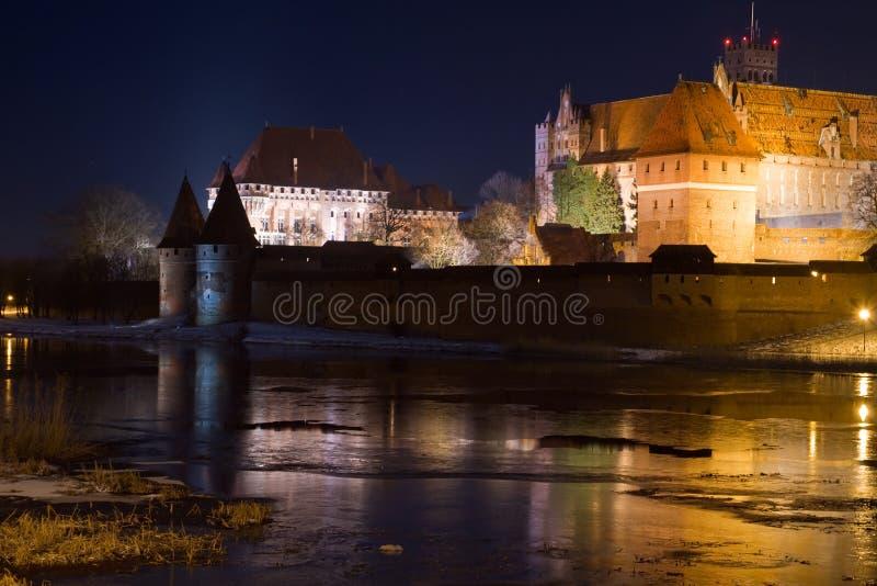 Castillo de Malbork en la noche