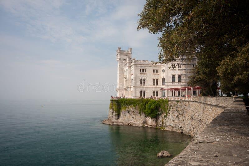Castillo de Miramare imagenes de archivo