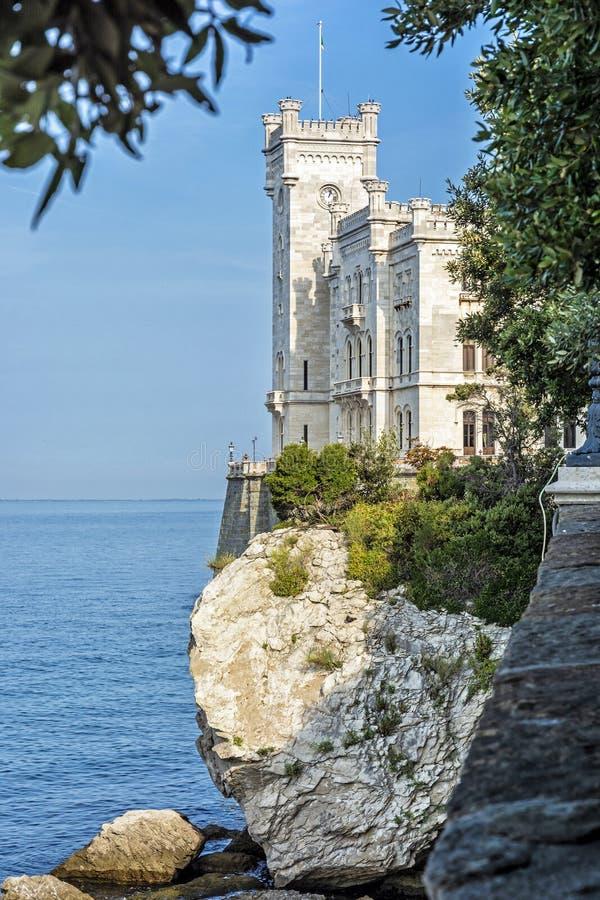 Castillo de Miramare cerca de Trieste, Italia del noreste imagen de archivo