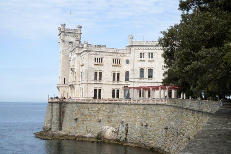 Castillo de Miramare en Italia imagen de archivo
