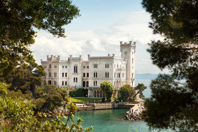 Castillo de Miramare, Trieste, Italia imágenes de archivo libres de regalías
