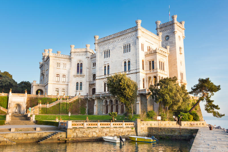 Castillo de Miramare, Trieste, Italia, Europa. imagenes de archivo