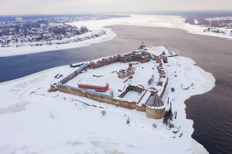 Castillo de Oreshek cerca de Shlisselburg, Rusia por la ma?ana del invierno, visi?n a?rea fotos de archivo