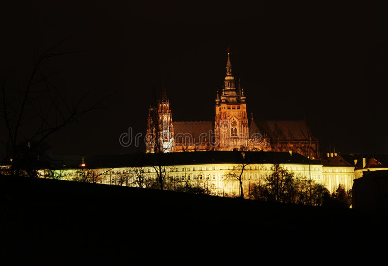Castillo de Praga en la noche imagen de archivo libre de regalías
