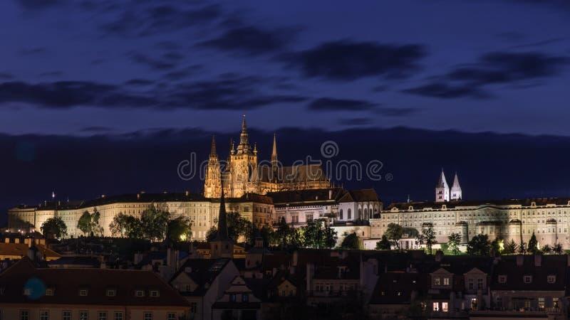 Castillo de Praga en la noche en Praga, República Checa fotos de archivo libres de regalías
