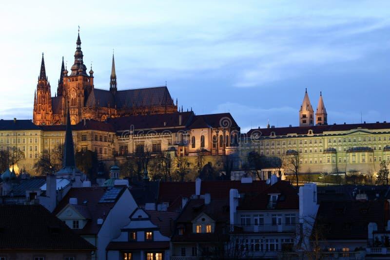 Castillo de Praga en la oscuridad imagen de archivo libre de regalías
