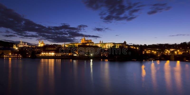 Castillo de Praga poco después de la puesta del sol foto de archivo libre de regalías