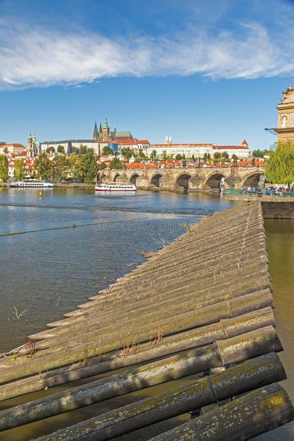 Castillo de Praga y puente de Charles fotografía de archivo libre de regalías