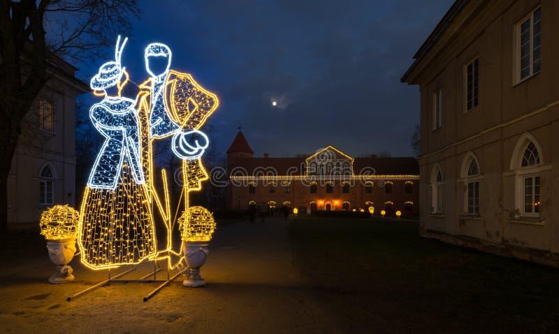 Castillo de Raudondvaris, escena al aire libre Lituania de la noche de la Navidad imagen de archivo