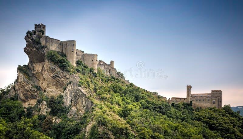 Castillo de Roccascalegna, Roccascalegna, Abruzos, Italia fotografía de archivo