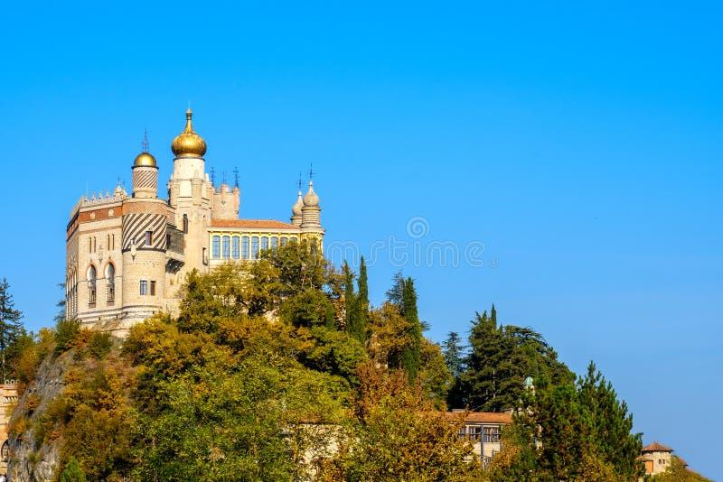 Castillo de Rocchetta Mattei en Riola, Grizzana Morandi - Bolonia favorable imagenes de archivo
