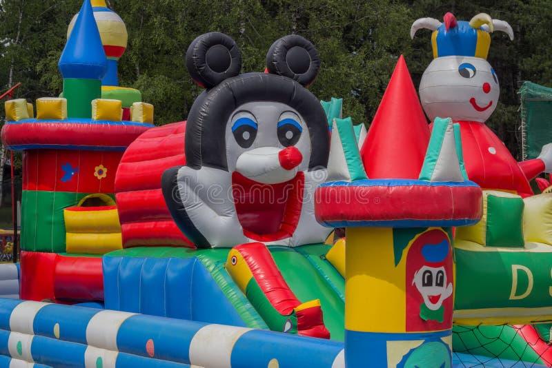 Castillo de salto, patio para los niños con las diapositivas 2 fotos de archivo