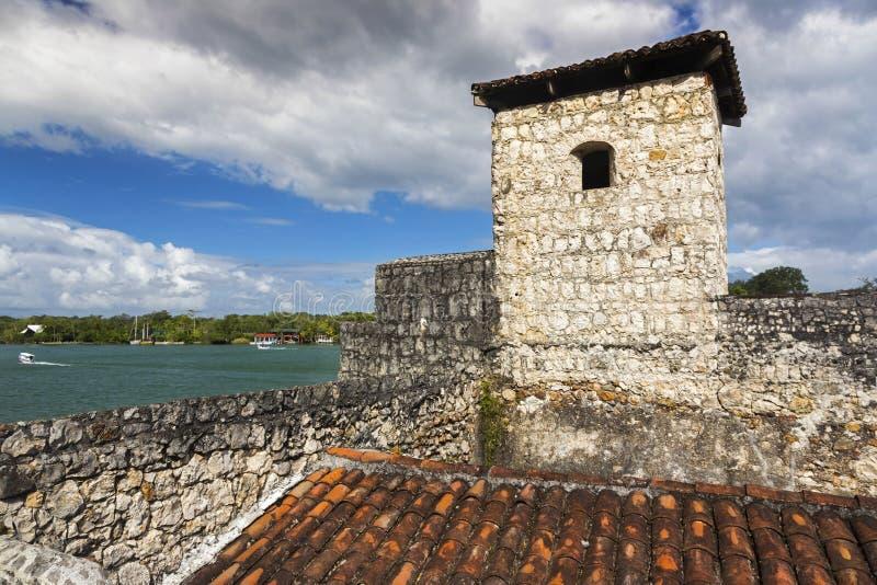 Castillo De San Felipe Spanish Colonial Fort Rio Dulce Guatemala lizenzfreies stockbild