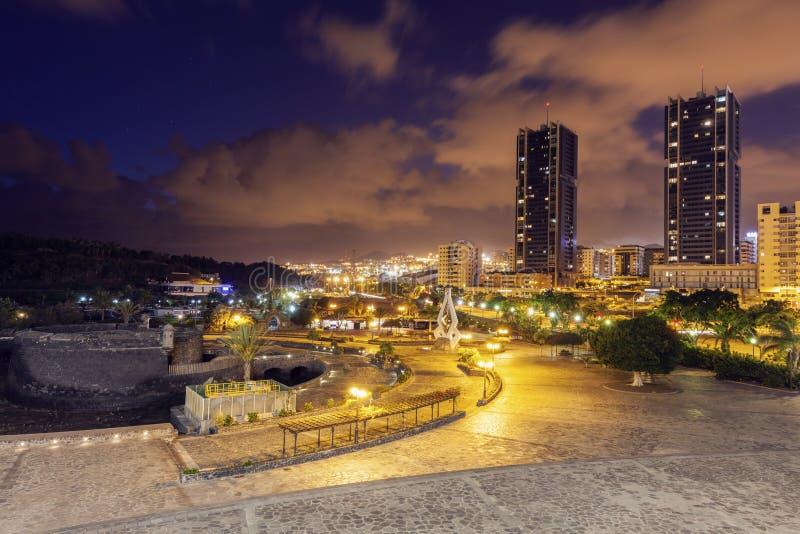 Castillo de San Juan Bautista och Santa Cruz de Tenerife panoram arkivfoto