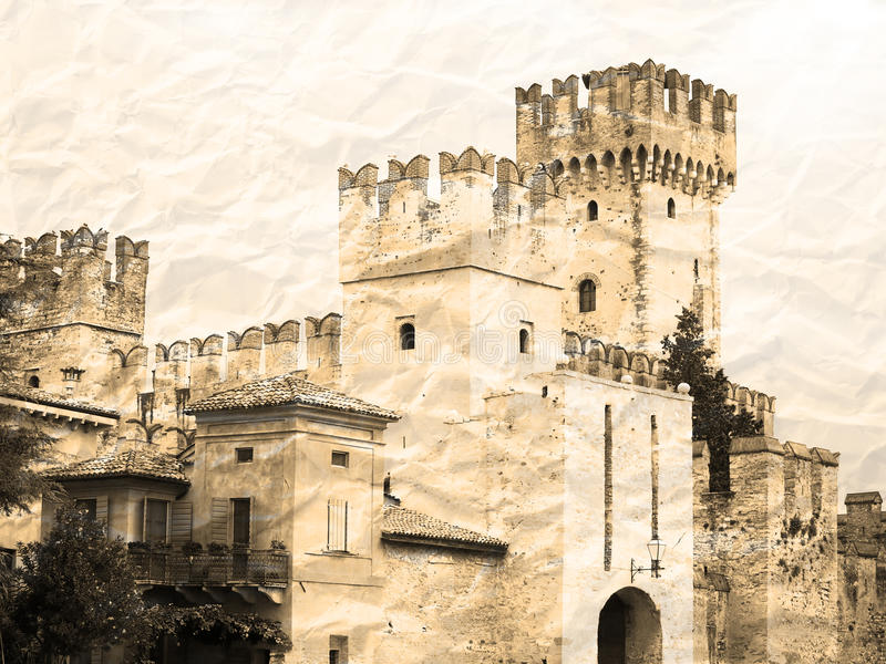 Castillo de Scaligers en el papel rumpled imágenes de archivo libres de regalías