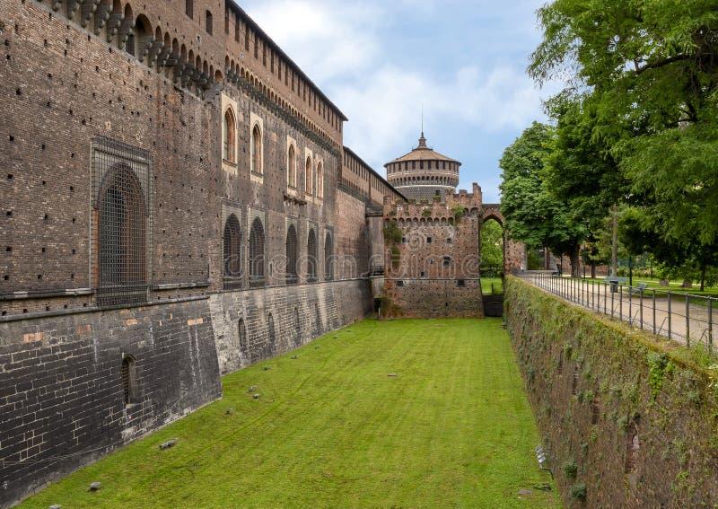 Castillo de Sforza en Milano, Italia imagenes de archivo