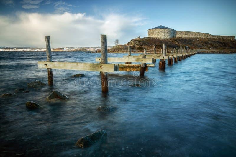 Castillo de Steinvikholmen en pequeñas islas Castillo noruego foto de archivo libre de regalías