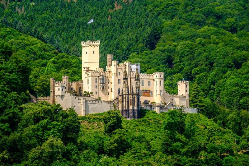 Castillo de Stolzenfels en el valle del Rin cerca de Coblenza, Alemania imagen de archivo