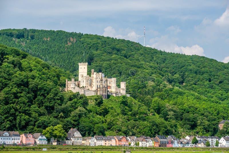 Castillo de Stolzenfels en el valle del Rin cerca de Coblenza, Alemania foto de archivo