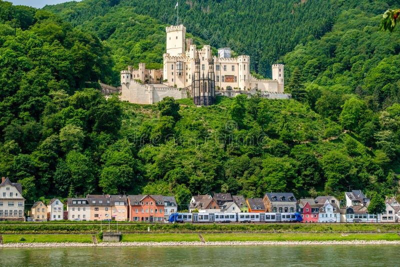Castillo de Stolzenfels en el valle del Rin cerca de Coblenza, Alemania fotografía de archivo