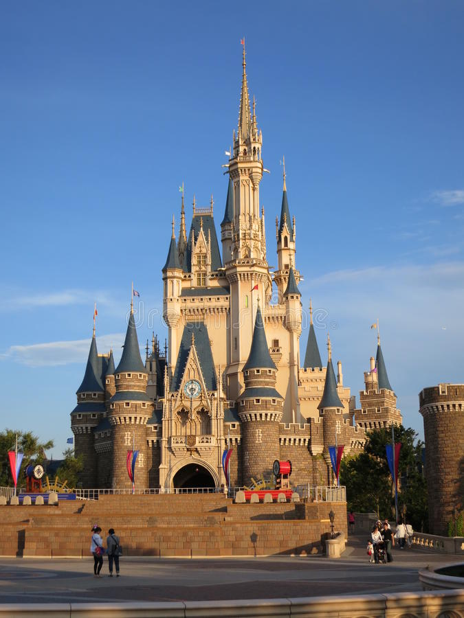 Castillo de Tokio Disneylandya imagenes de archivo