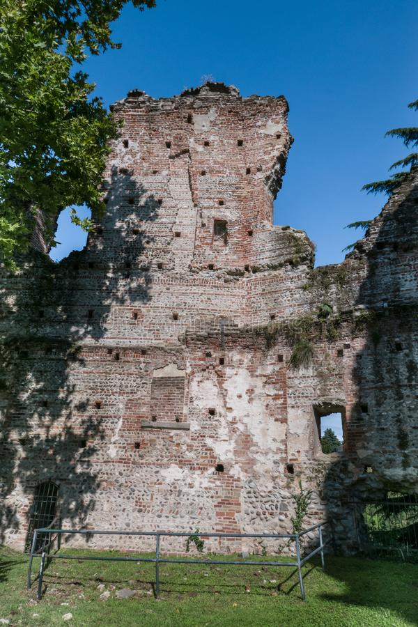 Castillo de Visconti en el ` Adda ITALIA del sull de Trezzo foto de archivo libre de regalías