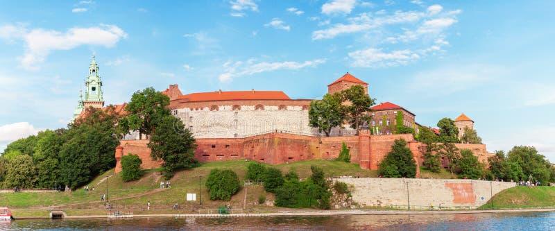 Castillo de Wawel del río Vistula en la puesta del sol Cracovia, Polonia imagen de archivo