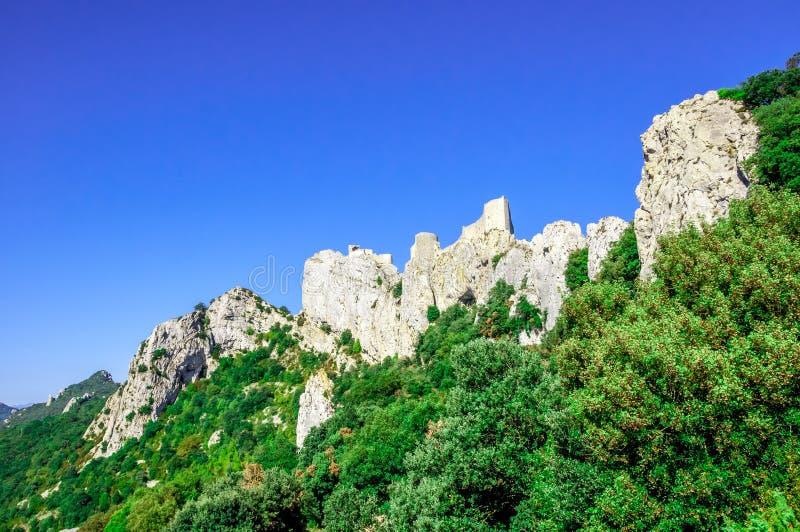 Castillo del cathar de Peyrepertuse imagenes de archivo