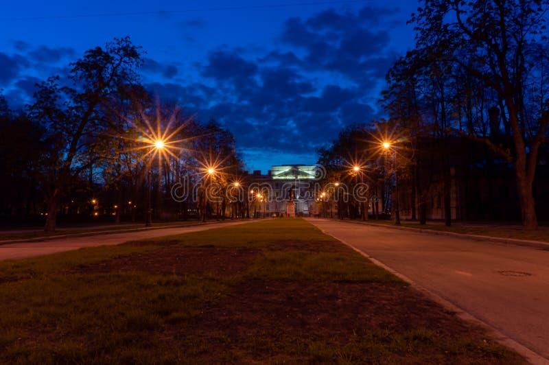 Castillo del ` s de San Miguel Castillo de Mikhailovsky o el castillo de los ingenieros en la noche St Petersburg, Rusia fotos de archivo