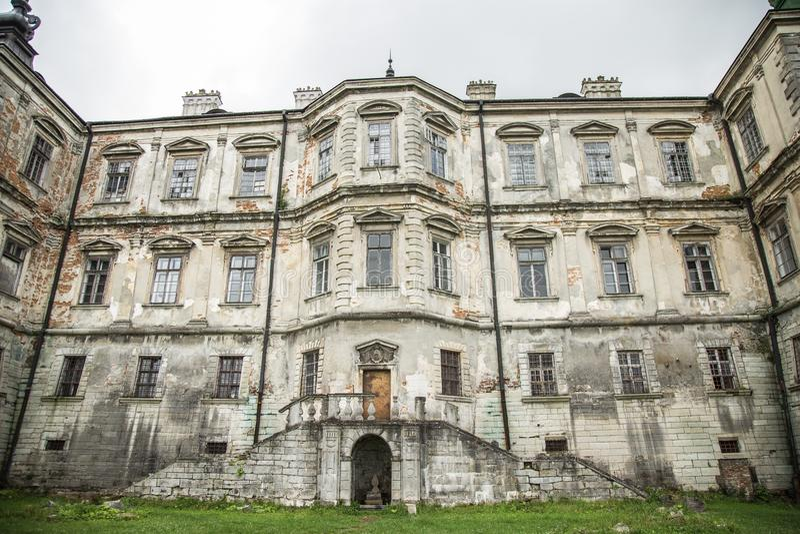 Castillo dilapidado viejo, Ucrania imagen de archivo libre de regalías
