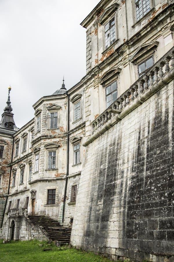 Castillo dilapidado viejo, Ucrania Lviv, castillo de Pidhirtsi imágenes de archivo libres de regalías
