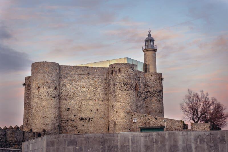 Castillo en Castro Urdiales imágenes de archivo libres de regalías
