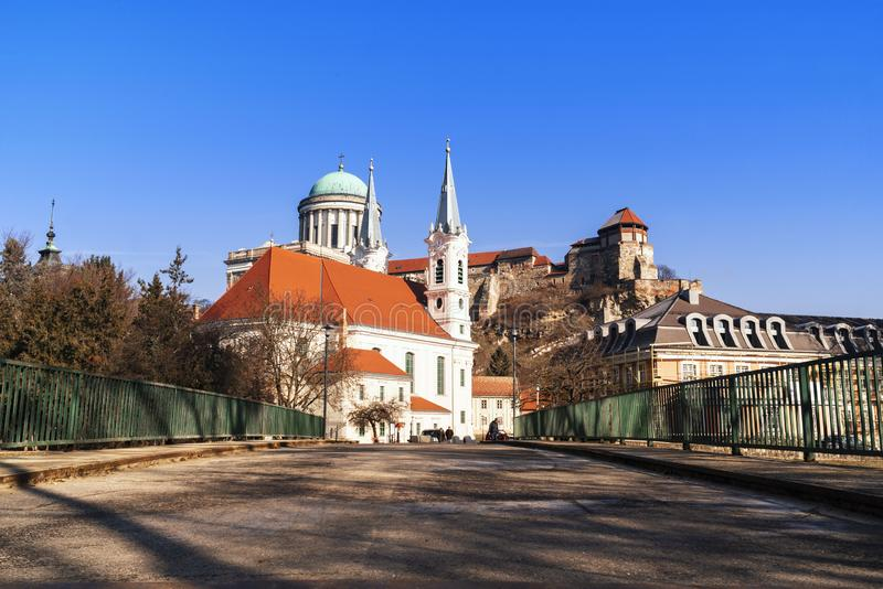 Castillo en Hungr?a Catedral del oeste La iglesia m?s grande de Hungr?a Vista de una bas?lica de Esztergom, catedral del oeste de imagen de archivo