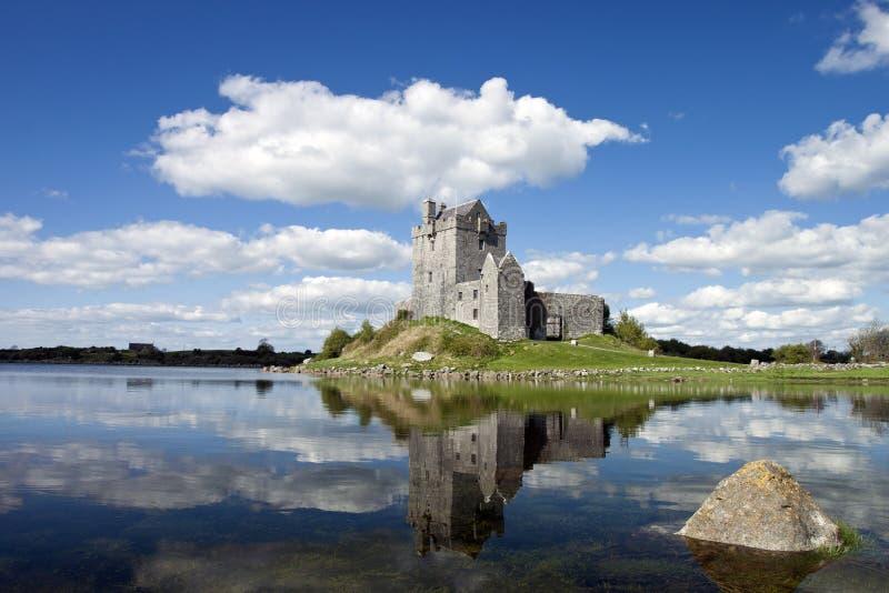 Castillo en Kinvara, Irlanda de Dunguaire del siglo XV. fotos de archivo