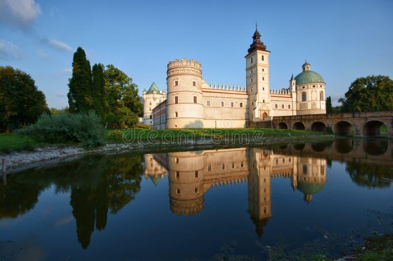 Castillo en Krasiczyn fotos de archivo