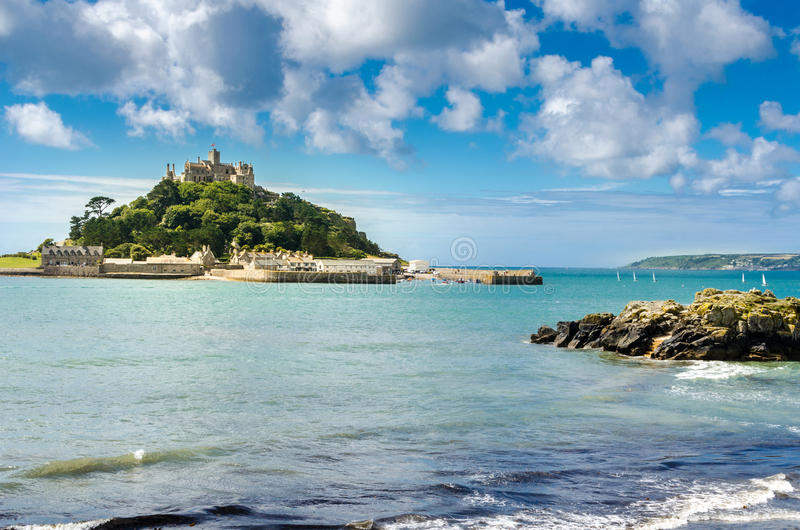 Castillo en la isla imagen de archivo