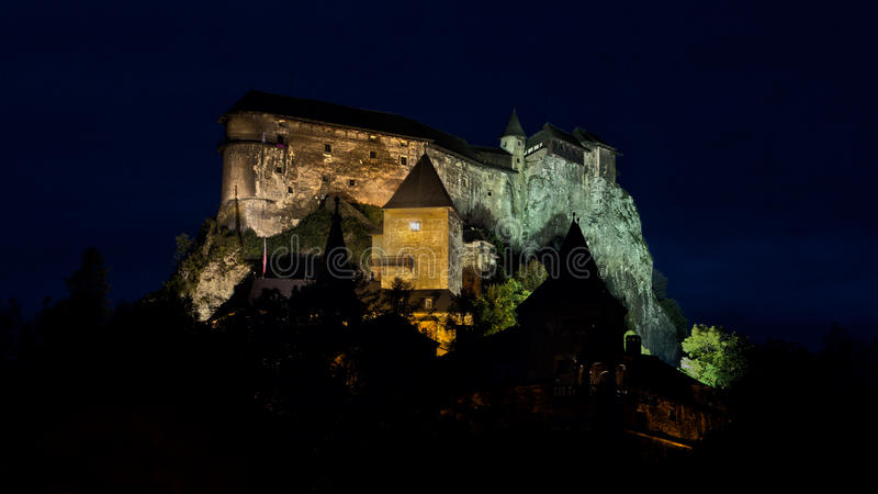 Castillo en la noche HDR fotos de archivo