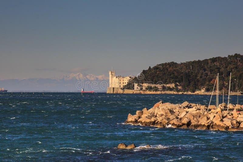 Castillo en la puesta del sol, Trieste de Miramare fotografía de archivo libre de regalías