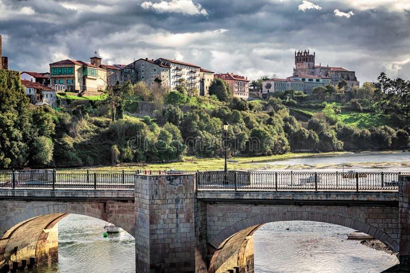 Castillo en San Vicente de la Barquera imagen de archivo libre de regalías