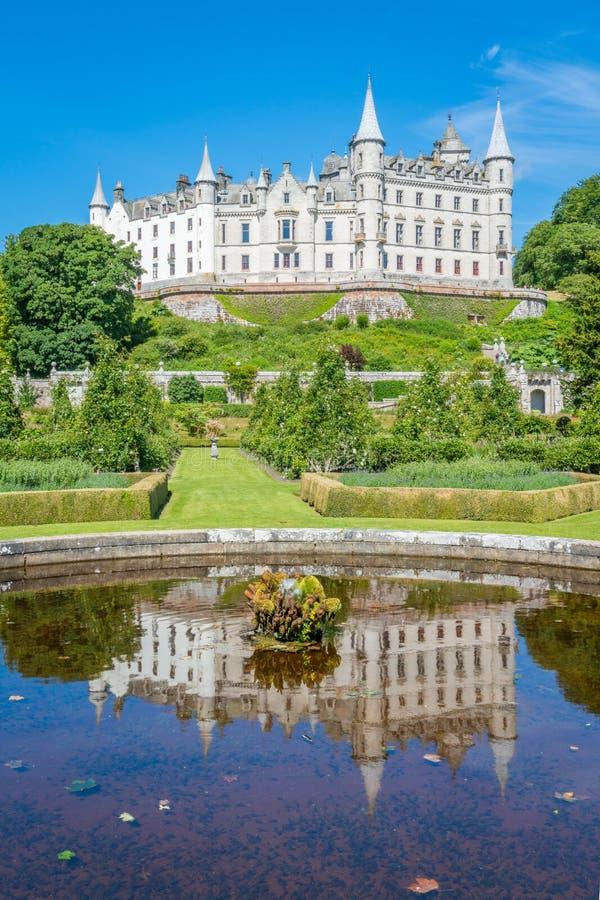 Castillo en un día soleado, condado de Sutherland, Escocia de Dunrobin fotografía de archivo