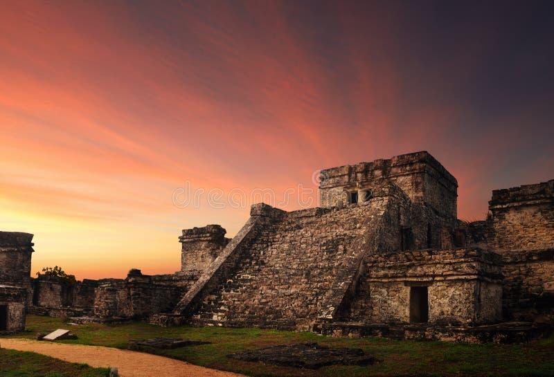Castillo fästning på solnedgången i den forntida Mayan staden av Tulum, arkivbild