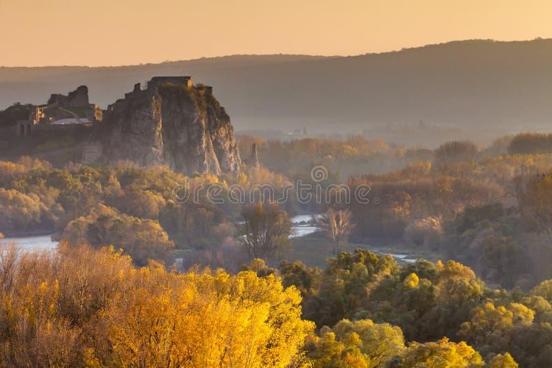 Castillo famoso Devin en Eslovaquia fotos de archivo libres de regalías