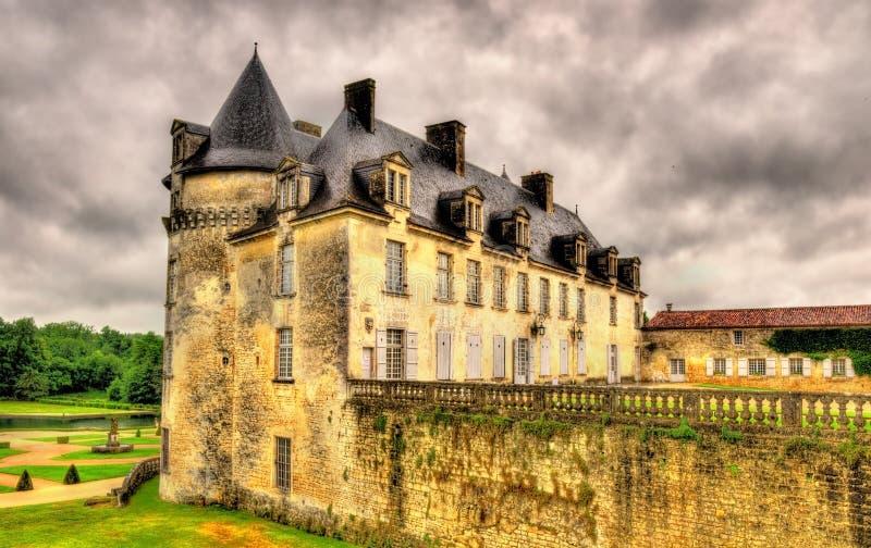 Castillo francés de La Roche Courbon en el departamento Charente-marítimo de F imagenes de archivo
