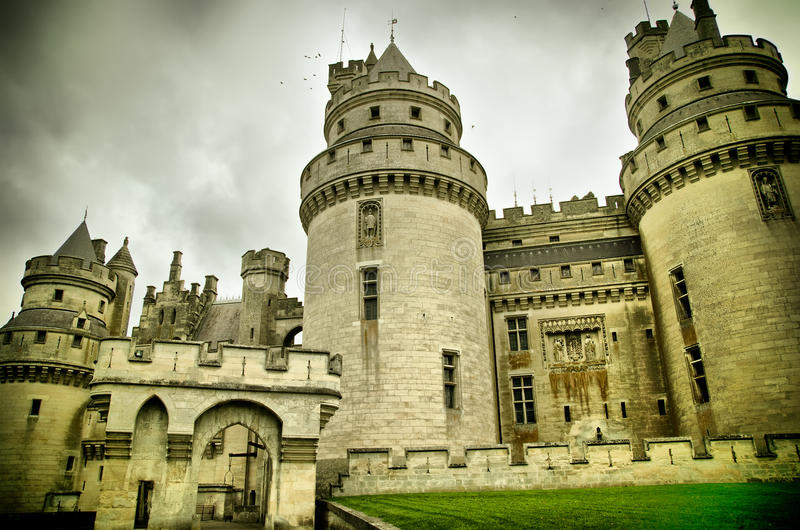 Castillo francés de pierrefonds imagenes de archivo