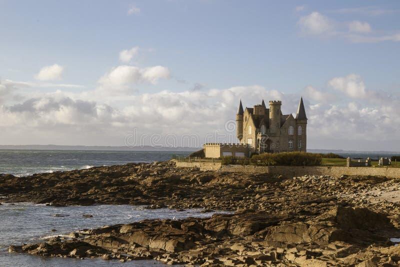 Castillo francés de quiberon un basse del maree imagen de archivo libre de regalías