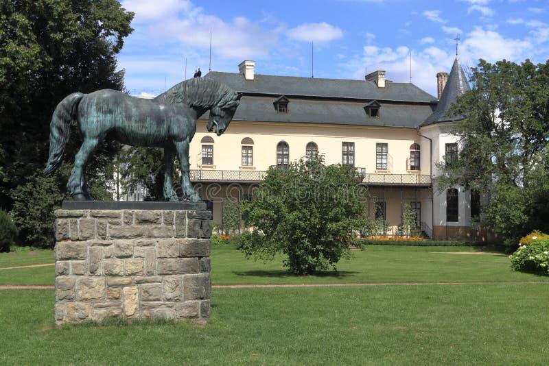 Castillo francés de Slatinany fotos de archivo