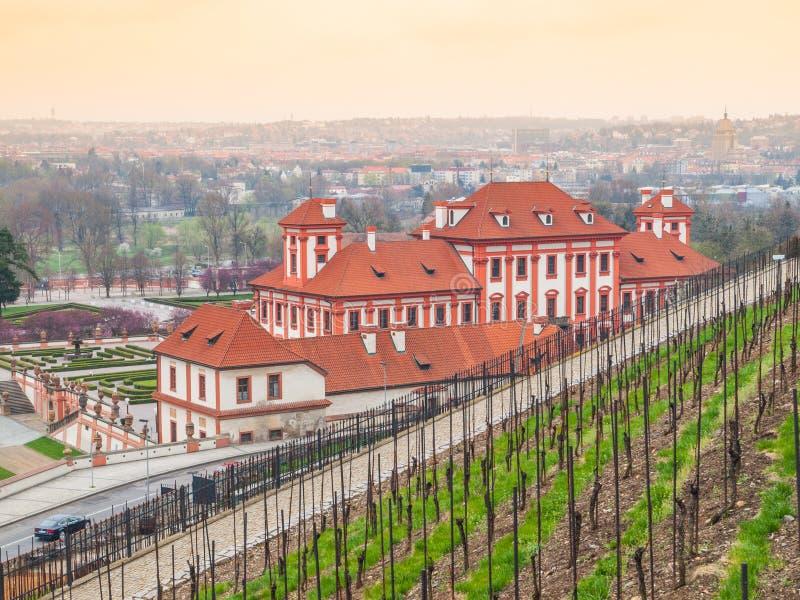 Castillo francés y wineyard de Troja en Praga foto de archivo libre de regalías