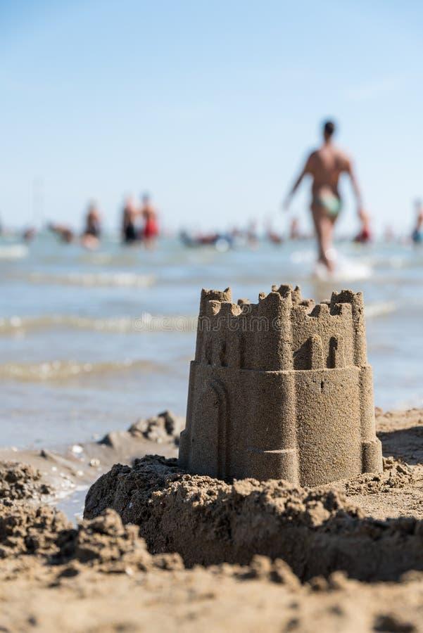 Castillo hermoso de la arena en la playa imagen de archivo libre de regalías